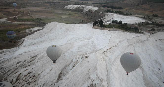 2019 yılında Pamukkale'de 35 bin yamaç paraşütü, 50 bine yakın balon uçuşu yapıldı