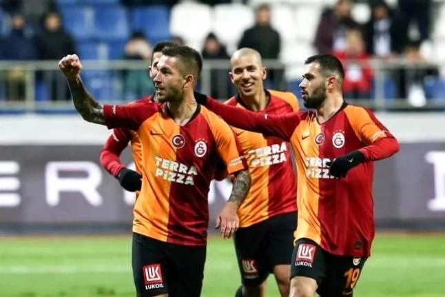 Galatasaray; Donk, Ömer Bayram, Emre Akbaba ve Adem Büyük'le yeni sözleşme imzalayacak