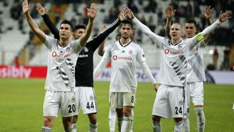 Beşiktaş ile sözleşme yenileyen Necip Uysal, maaşında da yarı yarıya indirime gitti