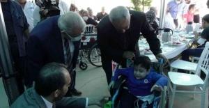 100 engellinin yüzü tekerlekli sandalye ile güldü