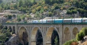 Asırlık 'Varda Köprüsü'ne yoğun ilgi