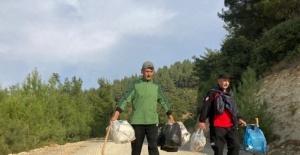 Dağcılar hem spor yaptı hem çöp topladı