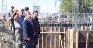Kaymakam Çimşit ve Sancaktar köprü inşaatını inceledi