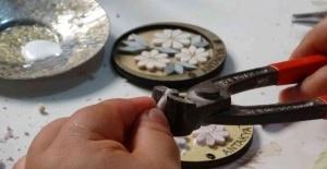 Mikro mozaikler takı ve çantalarda hayat buluyor