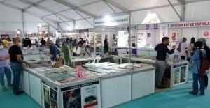 Osmaniye'de Kitap Fuarı'na yoğun ilgi