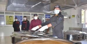 Taşımalı sistemdeki 3 bin öğrencinin yemeği bu mutfaktan çıkıyor