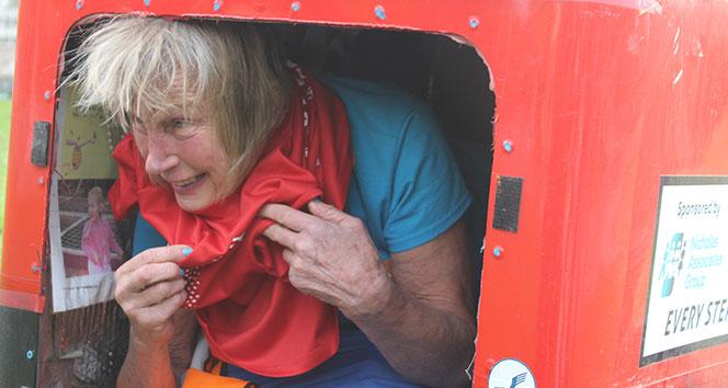 73 yaşındaki gezgin Avrupa'dan Asya'ya koşarak geçti