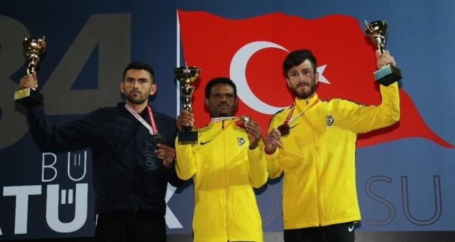 84. Büyük Atatürk Koşusunu kazanan atletler ödüllerini aldı