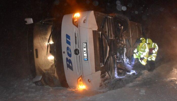 Afyonkarahisar'da yolcu otobüsü devrildi: Çok sayıda yaralı var