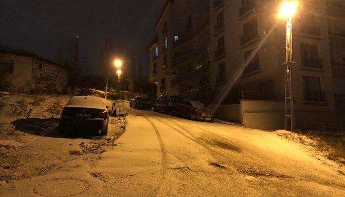 Ankara'da Mart ayında sürpriz görüntü! Her yer beyaza büründü