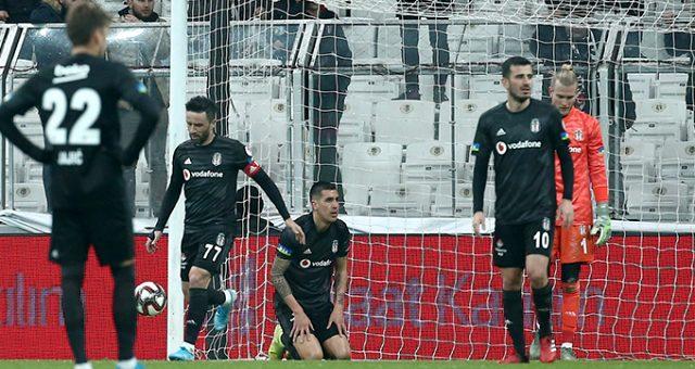 Beşiktaşlı taraftarlardan havalimanında Karius'a tepki: Go home