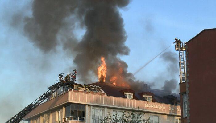 Beylikdüzü'nde mangal ateşinden tutuşan çatı alev alev yandı