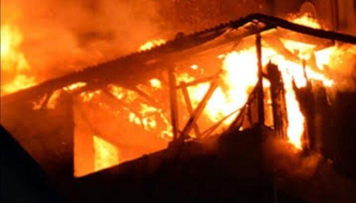 Bolu'da yangın! İtfaiyecinin kitap hassasiyeti