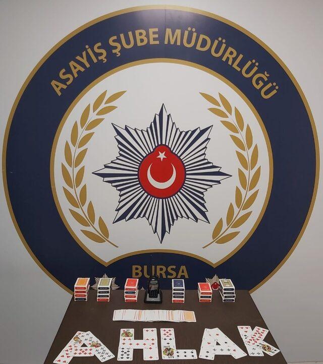 Bursa'da polis telsizi ile önlem alan kumarhaneye 69 bin liralık baskın
