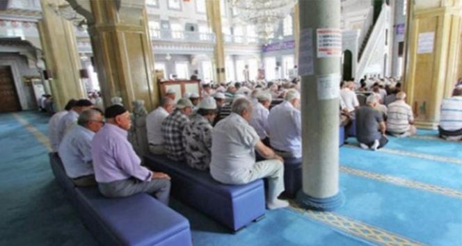 Camilerde tabure ve sandalye üzerinde namaz kılma devri kapandı