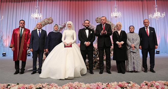 Cumhurbaşkanı Erdoğan, Bakan Turhan'ın oğlunun nikah şahidi oldu