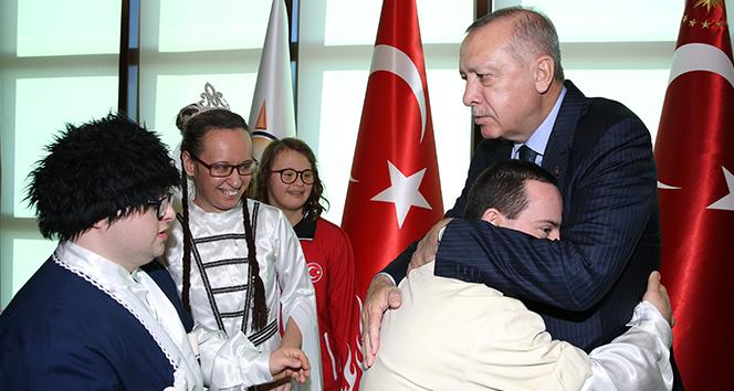 Cumhurbaşkanı Erdoğan engelli öğrenci, sporcu ve sanatçıları kabul etti