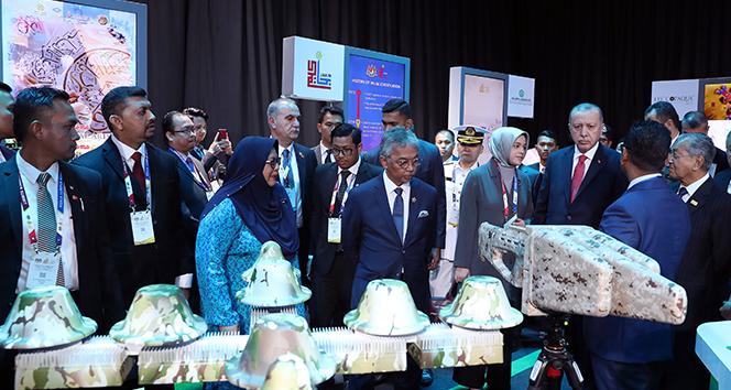 Cumhurbaşkanı Erdoğan, Malezya Kralı tarafından verilen resmi öğle yemeğine katıldı