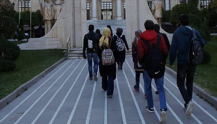 Cumhurbaşkanı Yardımcısı Oktay'dan yurtdışındaki öğrenciler için önemli duyuru!