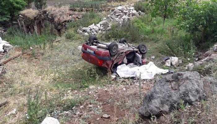 Erzurum'da feci kaza! TIR'ın dorsesinin çarptığı araç hurdaya döndü