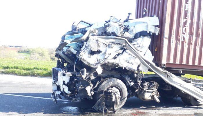 Feci kaza! TIR şoförü uyudu: 1 ölü 1 yaralı
