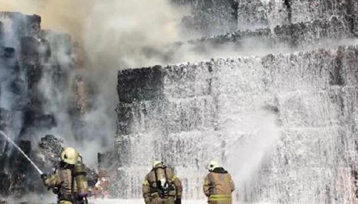 Halkalı'da kağıt fabrikasında yangın!