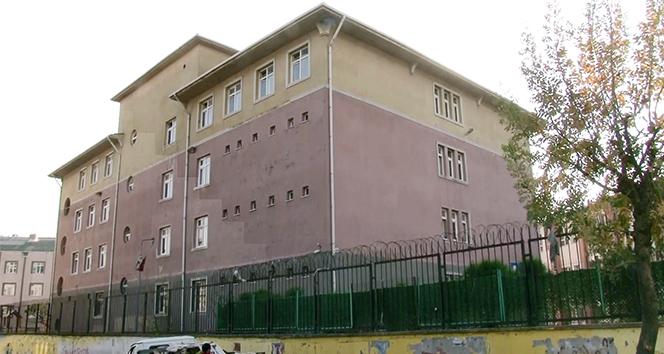 Hasar gören okulların yıkımı için bakanlıktan haber bekleniyor