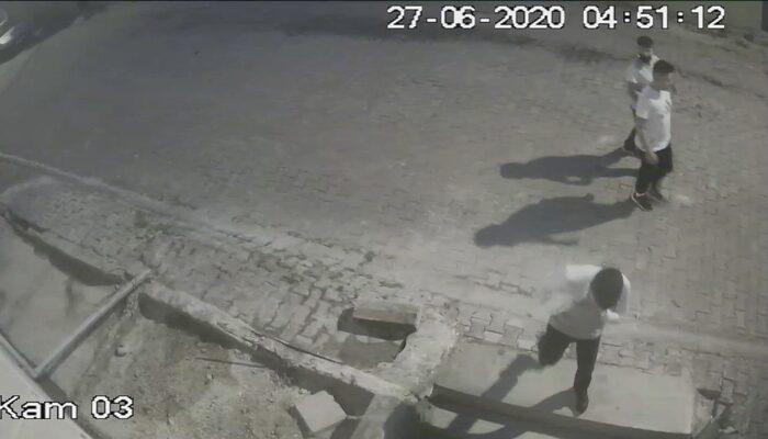 Hırsızlık şüphelisi kamerayı görünce pişkince hareketler sergiledi