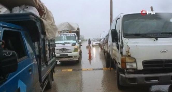 İdlib'de siviller güvenli bölgelere kaçmaya devam ediyor