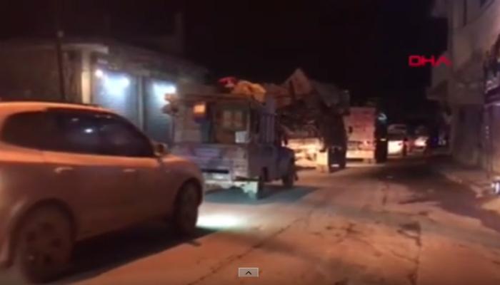 İdlib'den kaçış devam ediyor! Türkiye yolunda uzun araç kuyrukları oluştu
