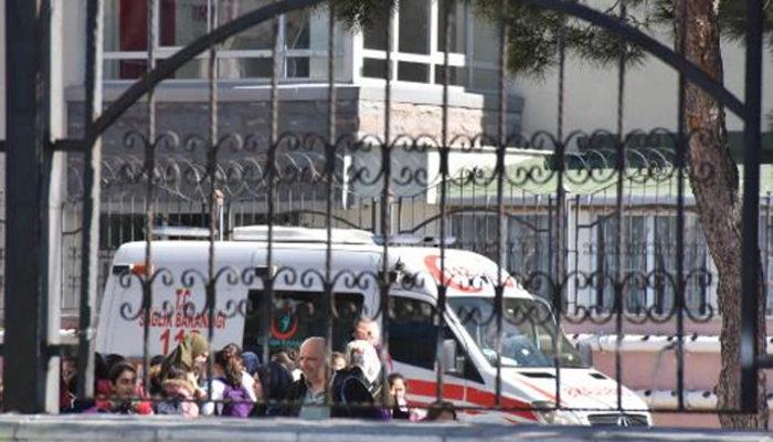 İstanbul'da okulda dezefenkte çalışması! 11 öğrenci hastaneye kaldırıldı