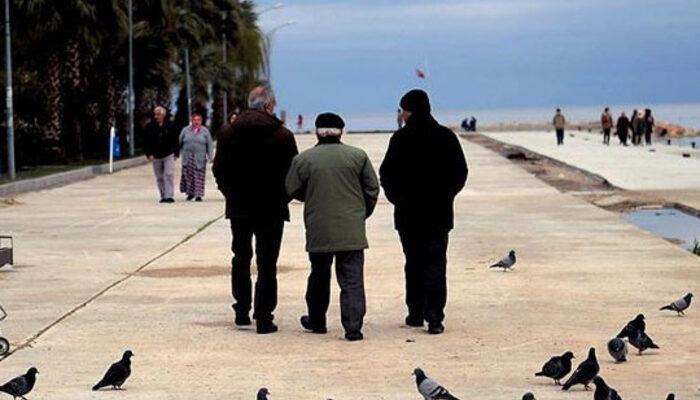 İstanbul'da yaşlılar 'evden çıkmayın' uyarılarını dinlemiyor