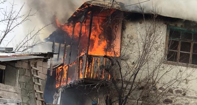 İtfaiye ekipleri yangında mahsur kalan yaşlı çifti kurtardı