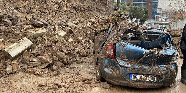 İzmir'i sağanak vurdu! İstinat duvarı çöktü