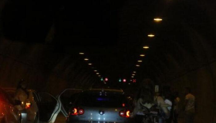 Kâğıthane'de asker eğlencesi için tüneli kapattılar