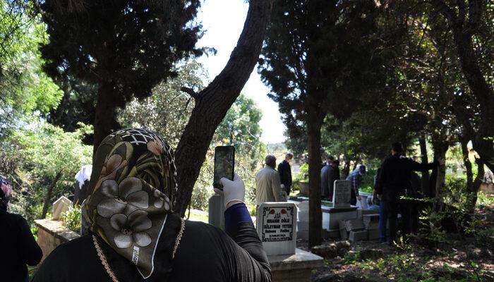 Kanserden ölen annelerinin son yolcuğunu cep telefonundan izlediler