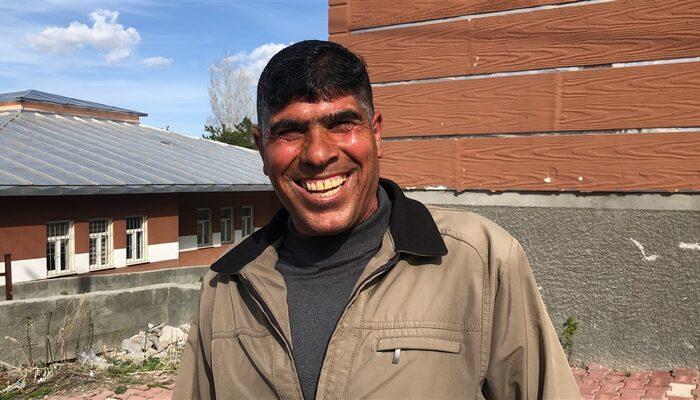 Kars'ın 'gülen adamı'nın ilginç hikayesi: Babam öldüğünde bile güldüm