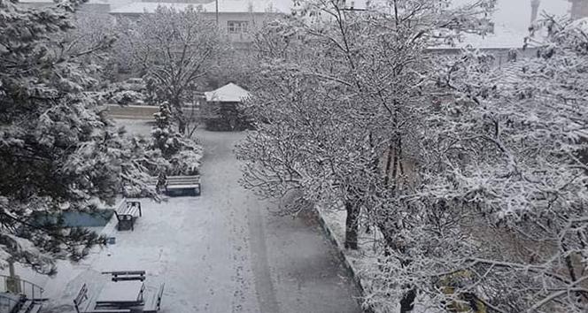 Kırıkkale'ye mevsimin ilk karı düştü