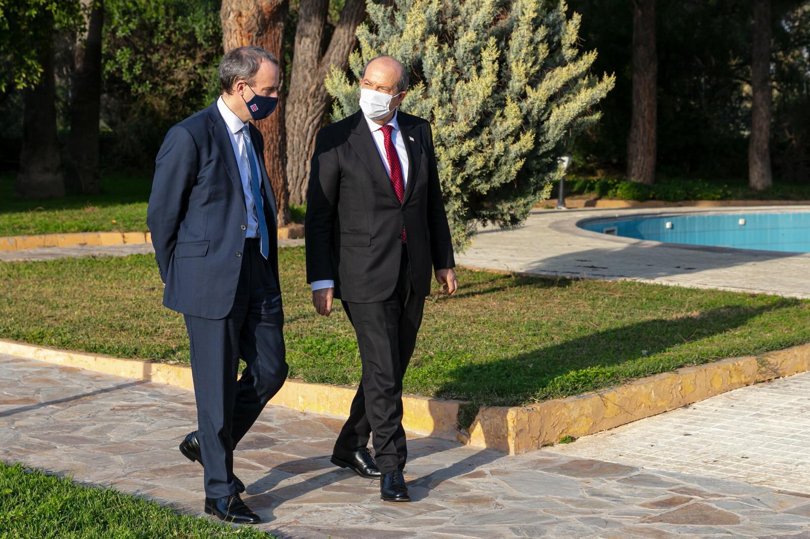KKTC lideri Tatar, İngiltere Dışişleri Bakanı Raab ile görüştü
