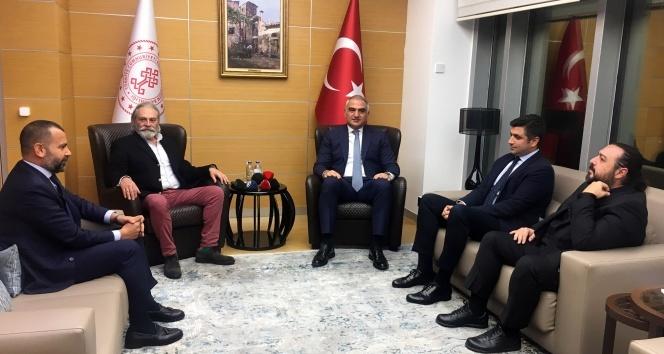 Kültür ve Turizm Bakanı Ersoy, Emmy Ödüllü Haluk Bilginer'i tebrik etti