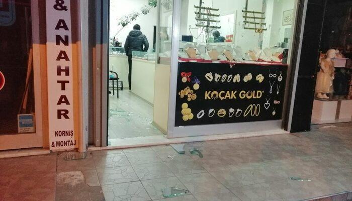 Maltepe'de lüks otomobille vurgun! Yarım kilo altın çaldılar
