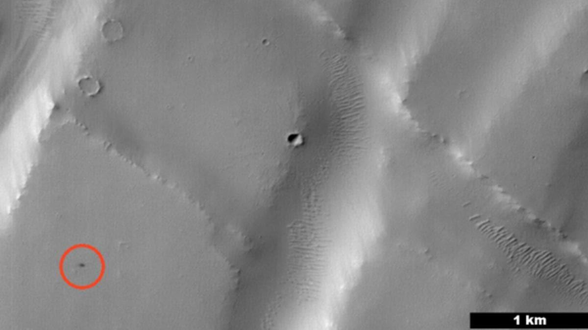 NASA, Mars'ta yapay zeka tarafından keşfedilen ilk kraterin görüntülerini yayınladı