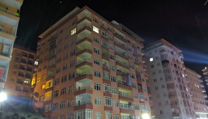 Rize'de 44 daireli binada yıkılma tehlikesi! Ekipler tüm binayı tahliye etti