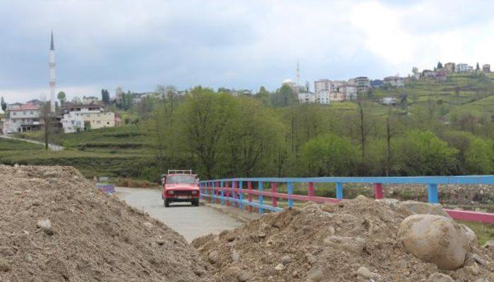 Rize-Trabzon arasındaki alternatif yollar moloz dökülerek kapatıldı