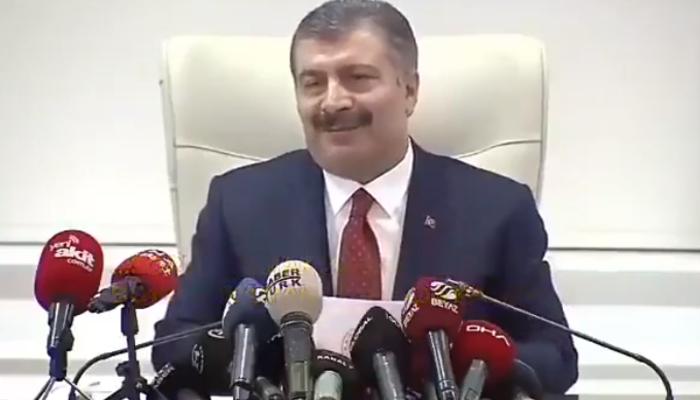 Sağlık Bakanı Koca'nın gazeteciye verdiği yanıt, sosyal medyada olay oldu