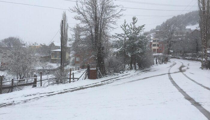 Sivas'ta nisan ayının son günlerinde kar sürprizi!