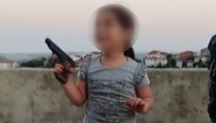 Skandal görüntü! Sultangazi'de çocuğun eline tabanca verip ateş ettirdi