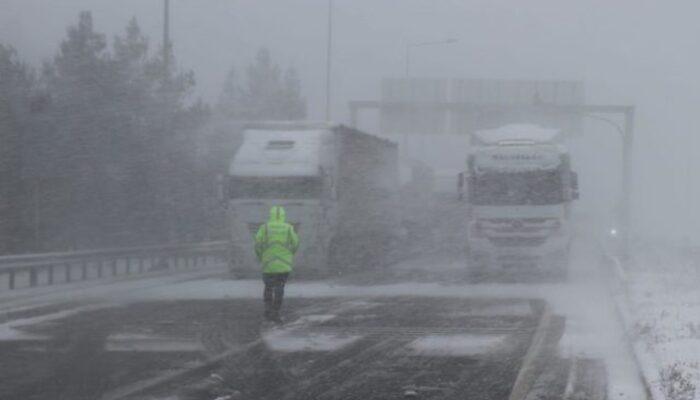 Son dakika: Adana-Ankara otoyolunda kar engeli! Ulaşıma kapandı