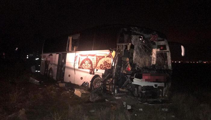 Son dakika! Aksaray-Adana Karayolu'nda yolcu otobüsü TIR'a çarptı: Çok sayıda yaralı var