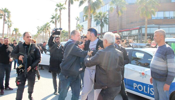 Son dakika haberleri: İzmir'deki AVM'de silah sesleri! AVM boşaltıldı